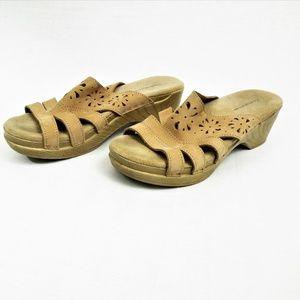 Croft & Barrow Wedge Sandals Cut Out Memory Foam 8